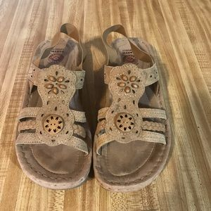 Earth Spirit leather gelron sandals size 9